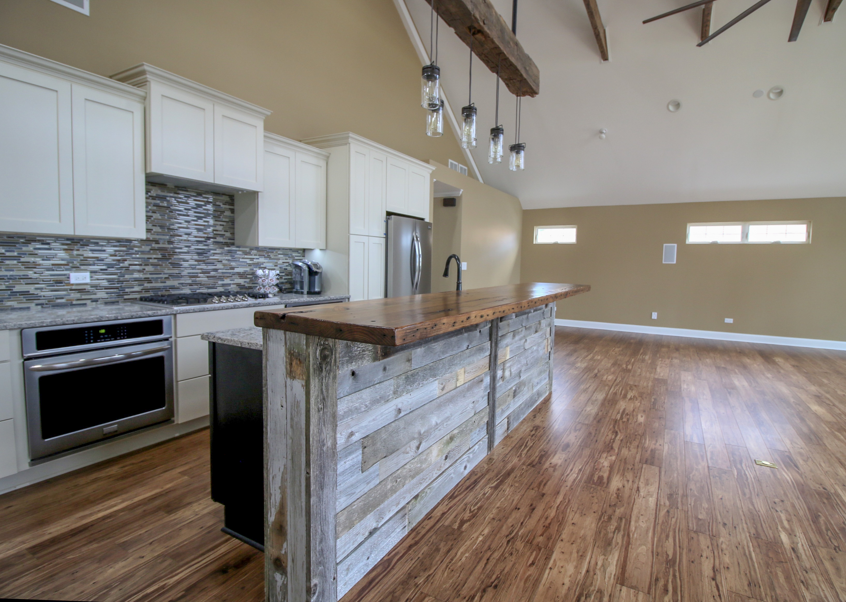 Large Open-space Floor Plan with Live-edge Bar